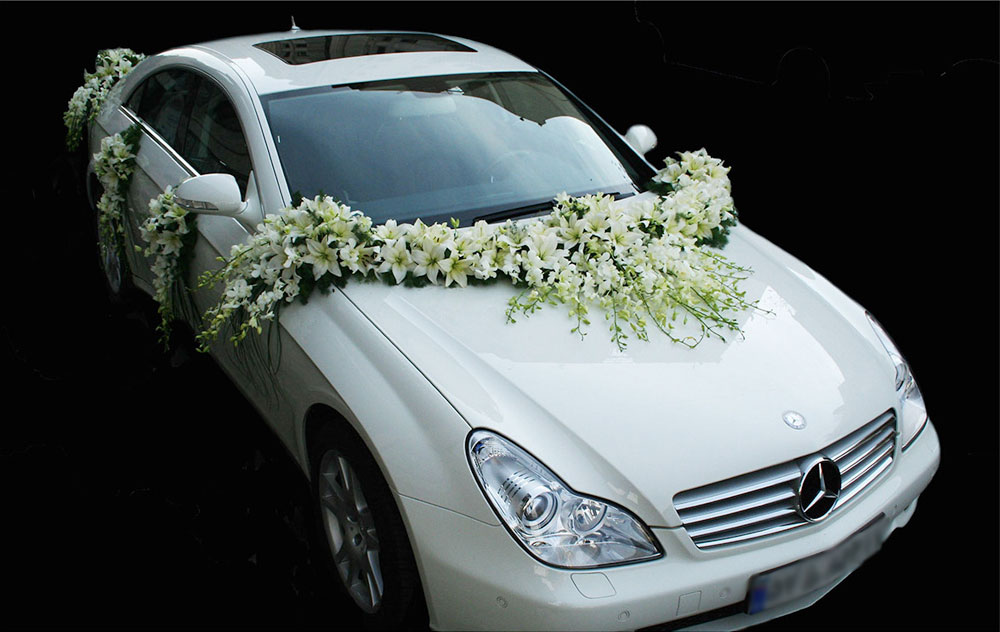 White Lily And Orchid Wedding Car Arrangement
