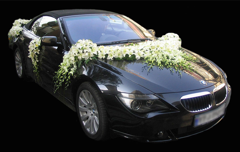 White Lily Wedding Car Arrangement