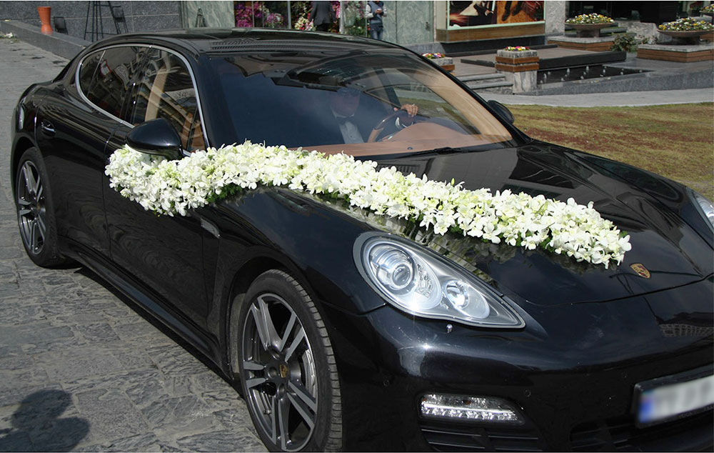White Wedding Car Arrangement